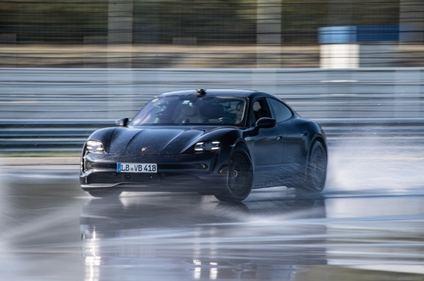 Porsche Taycan y el récord de derrapaje