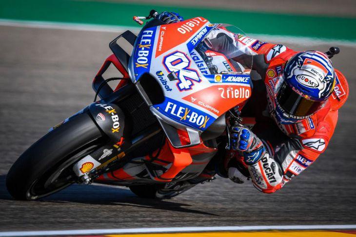 Dovizioso comienza dando; Lorenzo, tras una vuelta a Montegui, ha decido retirarse