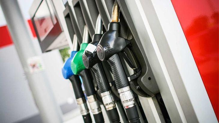 Las gasolineras, en el filo de la navaja
