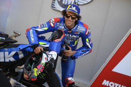Rins y Mir, ambos con la nueva Suzuki MotoGP, lideran la primera jornada