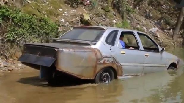 Inventor chino crea un coche anfibio...¡Y funciona!