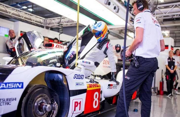 Alonso y su equipo pole provisional