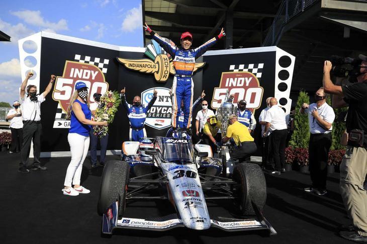Indy 500: Takuma Sato gana por 2ª vez y día para olvidar de Alonso y Palau