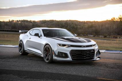 El nuevo Chevrolet Camaro ZL1 1LE es más rápido que el Nissan GT-R