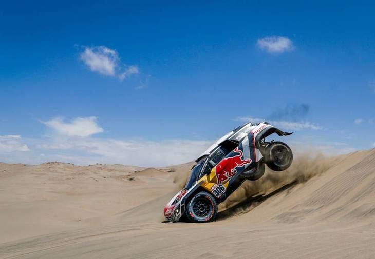 Loeb y Sainz se exhiben en las dunas