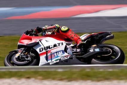 Iannone, Lorenzo y Dovizioso, en primera línea de salida en MotoGP