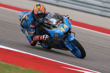 Victoria de Aron Canet (17 años) en Moto3