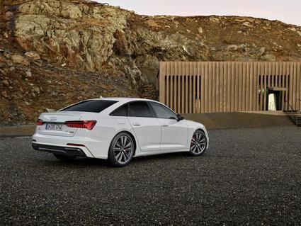 Audi A6 TFSie quattro se electrifica y parte de 76.905 euros