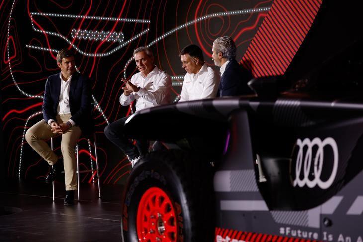 """Carlos Sainz: """"Mi objetivo y el de Lucas es ganar el Dakar con el RS Q e-tron"""""""