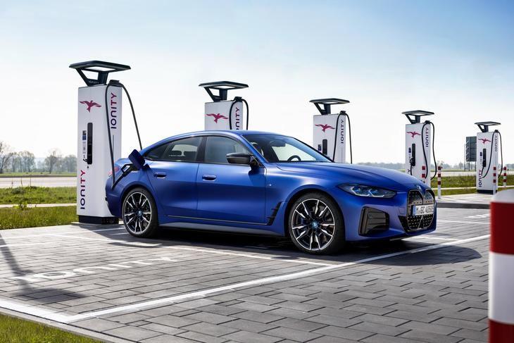 BMW i4, el primer coche totalmente eléctrico de la firma alemana dirigido al segmento medio.