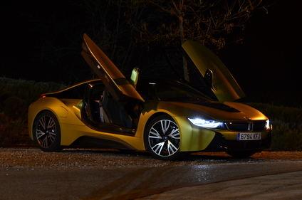 Nos ponemos al volante del BMW i8 en su versión más 'discreta'