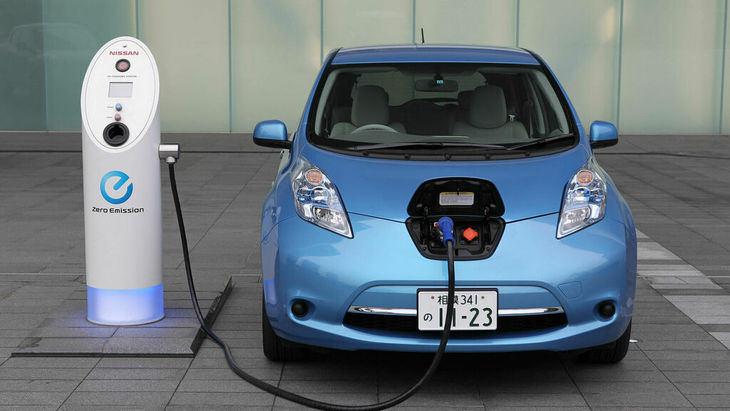 Pere Navarro director de Tráfico: 'Vender coches eléctricos fue un error'