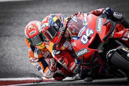 Dovizioso superó a Márquez en la última curva
