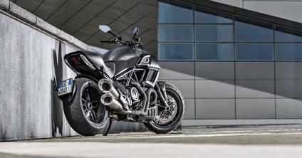 La Ducati Diavel se viste de carbono