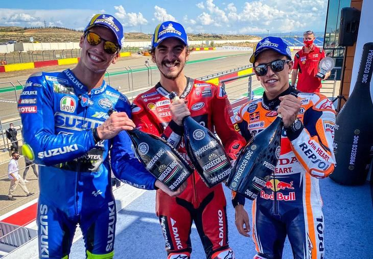 Carrerón de Bagnaia para ganar el GP de Aragón