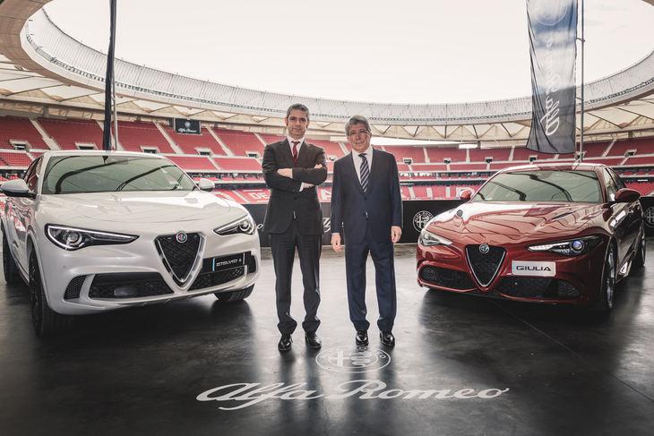 Los jugadores de la primera plantilla del Atletico de Madrid reciben sus nuevos Alfa Romeo