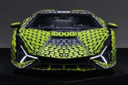Un Lamborghini Sián en tamaño real construidos de piezas de Lego