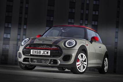 El MINI John Cooper Works y el MINI John Cooper Works Cabrio se adaptan a la norma de emisiones Euro 6d-TEMP.