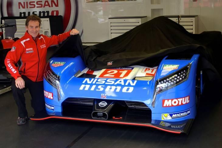 Nissan celebra la pole en Le Mans de 1990 con una decoración vintage.