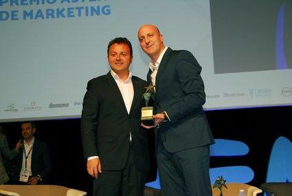 Ricardo de Diego, de Kia, recibe el Premio Aster