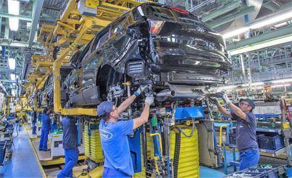La falta de microchips hunde la producción de vehículos