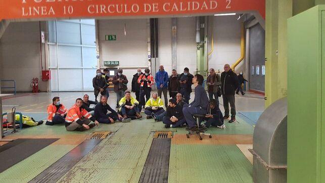 Mercedes-Benz cierra su fábrica en Vitoria tras el plante de los trabajadores