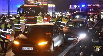 Un Tesla salva a un Volkswagen fuera de control