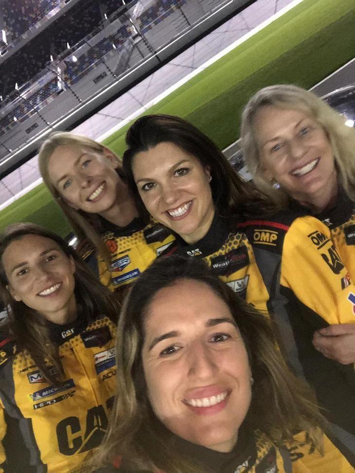 El equipo completamente femenino