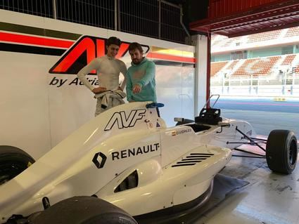 Fernando Alonso con su equipo de Fórmula Renault