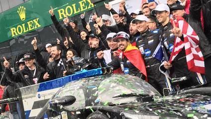 Alonso gana y asombra con su extraordinario pilotaje en seco y en mojado