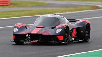Aston Martin Valkyrie al que, por fin, le hemos visto en movimiento