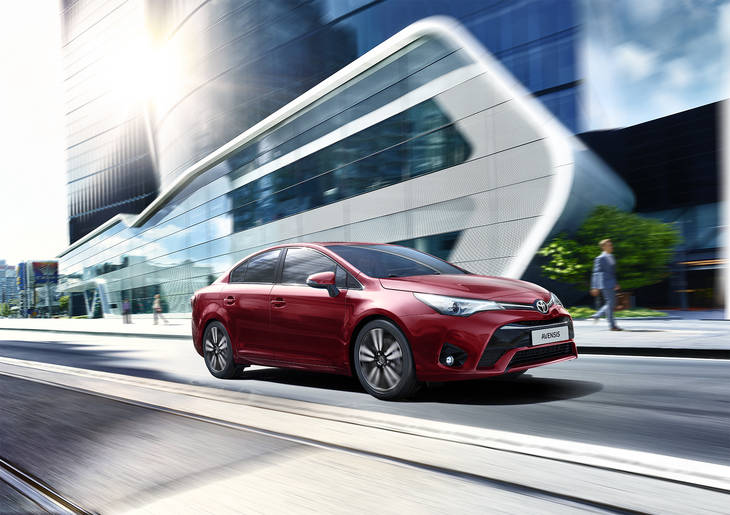 Toyota lanza el Avensis 2017