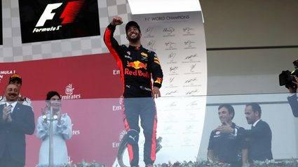 Ricciardo gana en una carrera loca