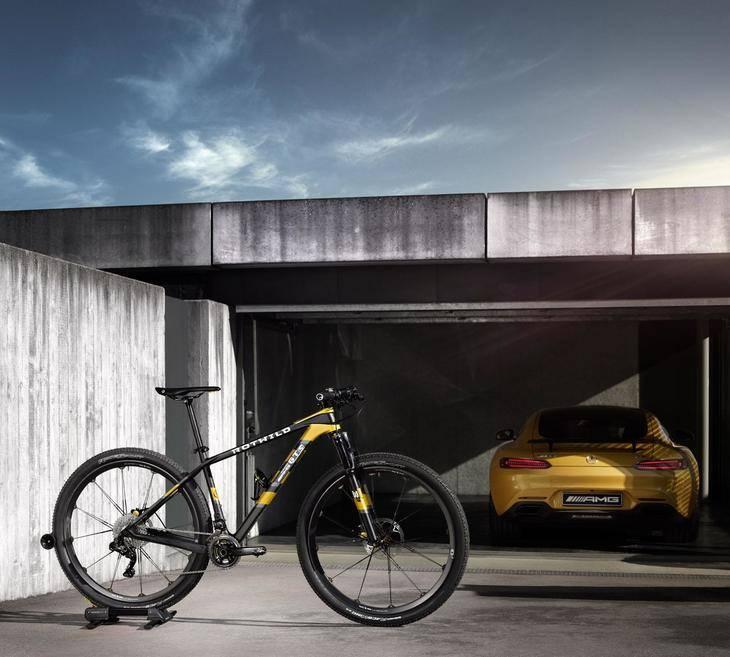Mercedes y BMW también compiten en bicicletas