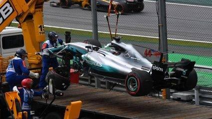 Salida de pista de Hamilton y pole para Bottas