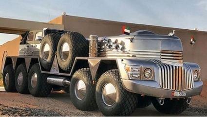 Un camión gigante de 10 ruedas