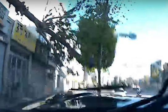 Una carrera urbana con accidente