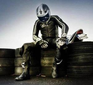 �Sabes c�mo equiparte para circular en moto?