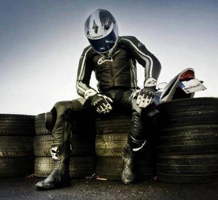 ¿Sabes cómo equiparte para circular en moto?