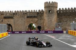 Los Mercedes dominan en Bak�