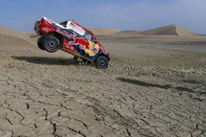 Al Attiyah y Sunderland ganan esta etapa de dunas