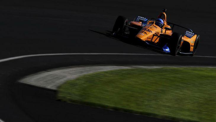 Alonso prueba dos días el Toyota Hylux del Dakar