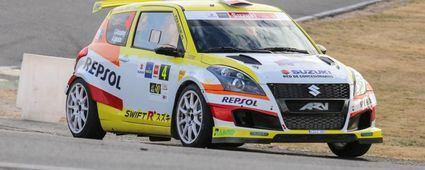 Suzuki invita a sus pilotos a probar Swift R+