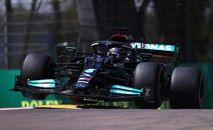 Hamilton hace la pole y empata con Michael Schumacher