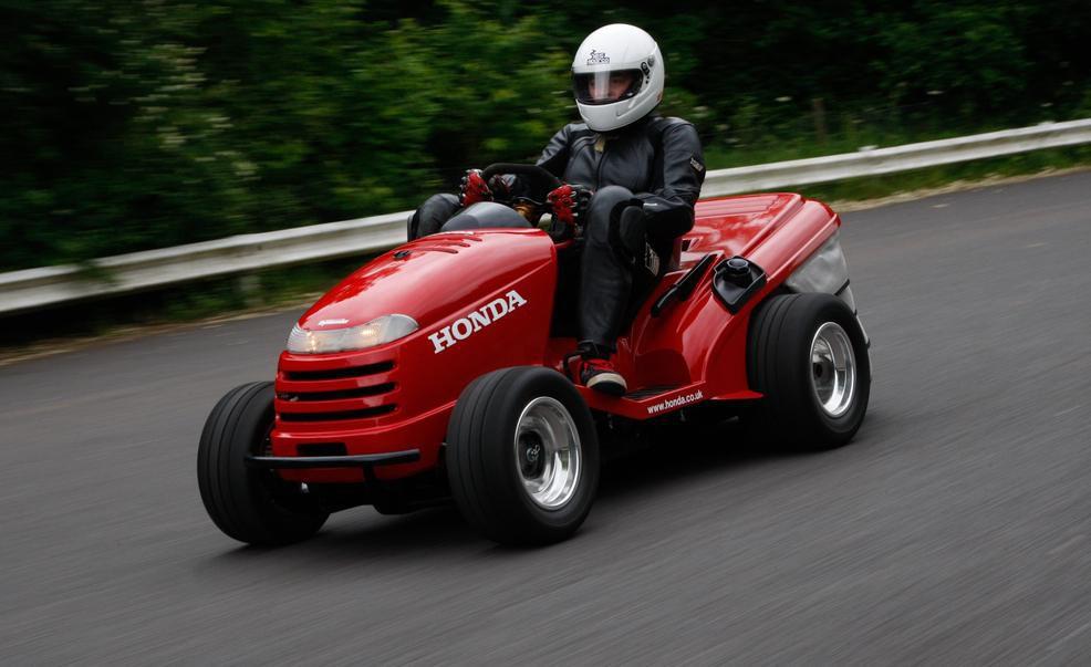Honda desarrollar un cortac sped capaz de superar los 215 for Lawn tractor motors for sale