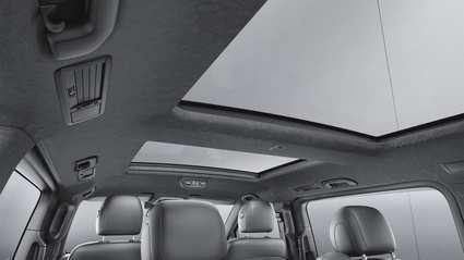 Mercedes retira vehículos por el techo solar