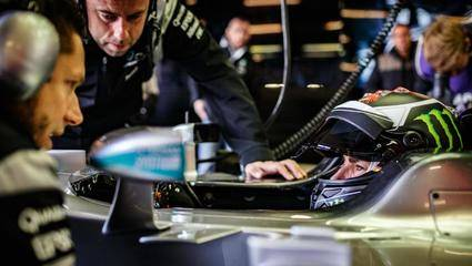 Jorge Lorenzo prueba el Mercedes F1 W05