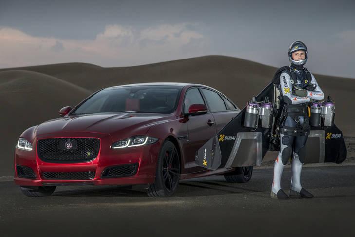 El Jaguar XJR contra el hombre pájaro