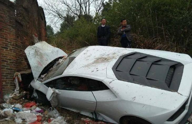 ¡Qué pena!, Lamborghini Huracán entre la basura
