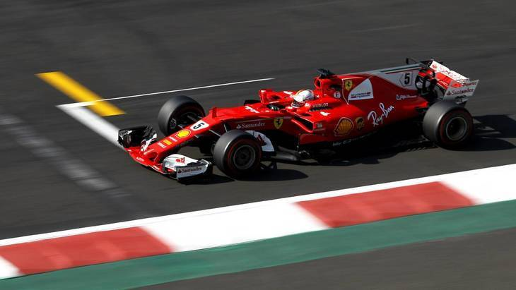 Vettel sorprende por delante de Verstappen y Hamilton